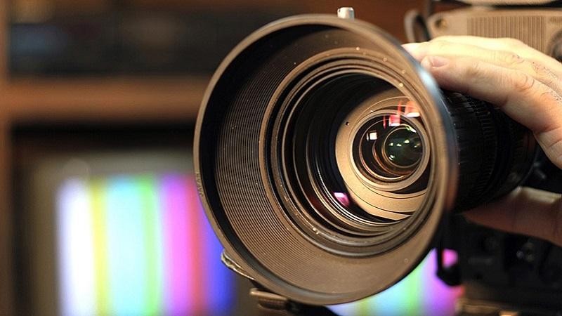 02-011-cameramen