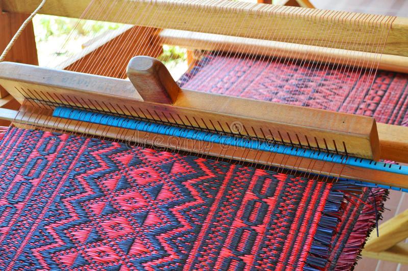 telaio-per-tessitura-tradizionale-41502909